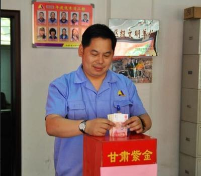 2012年5月,为岷县洪雹灾害现场捐送价值1万多元物资。