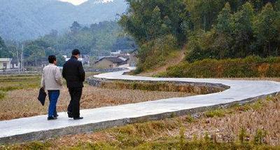 2015年5月,为兰州新区西岔镇陈家井村捐赠3万元修建乡村公路。