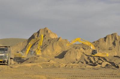2010年8月,舟曲泥石流灾害发生后,公司立即调派两台挖掘机及人员前往现场救灾。